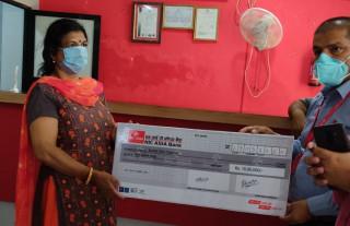 एनआइसी एसिया बैङ्कद्वारा १० लाख रुपैयाँ दुर्घटना बीमा रकम भुक्तानी